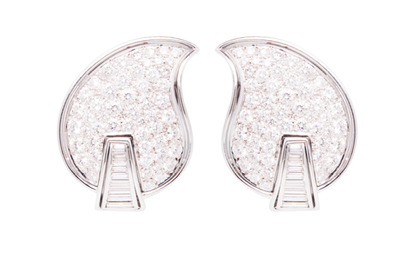 EARRINGS 377